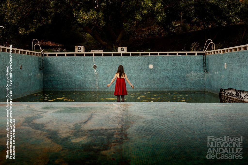 La chica de la piscina