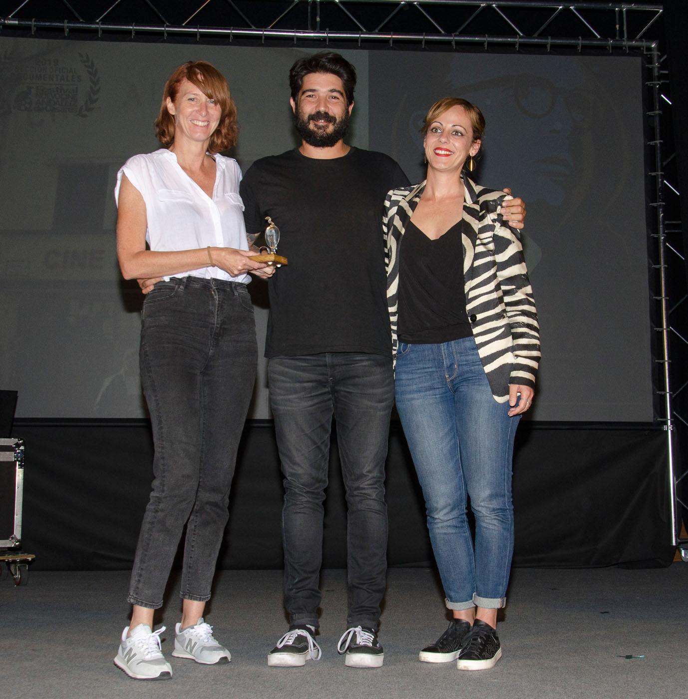 """Isa Sánchez, guionista de cine y televisión, entrega el premio del Jurado al Mejor documental a """"La Vida Perra"""""""