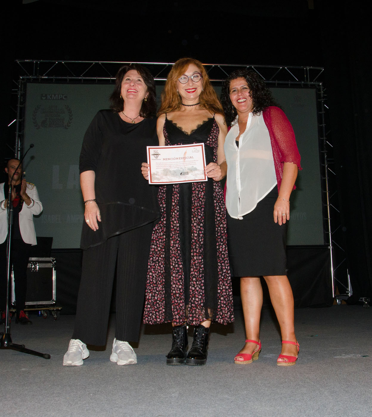 Adelfa Calvo y Laura Baena entregan la mención especial del Jurado a la interpretación de Mercedes de Hoyos y Sebastián Haro