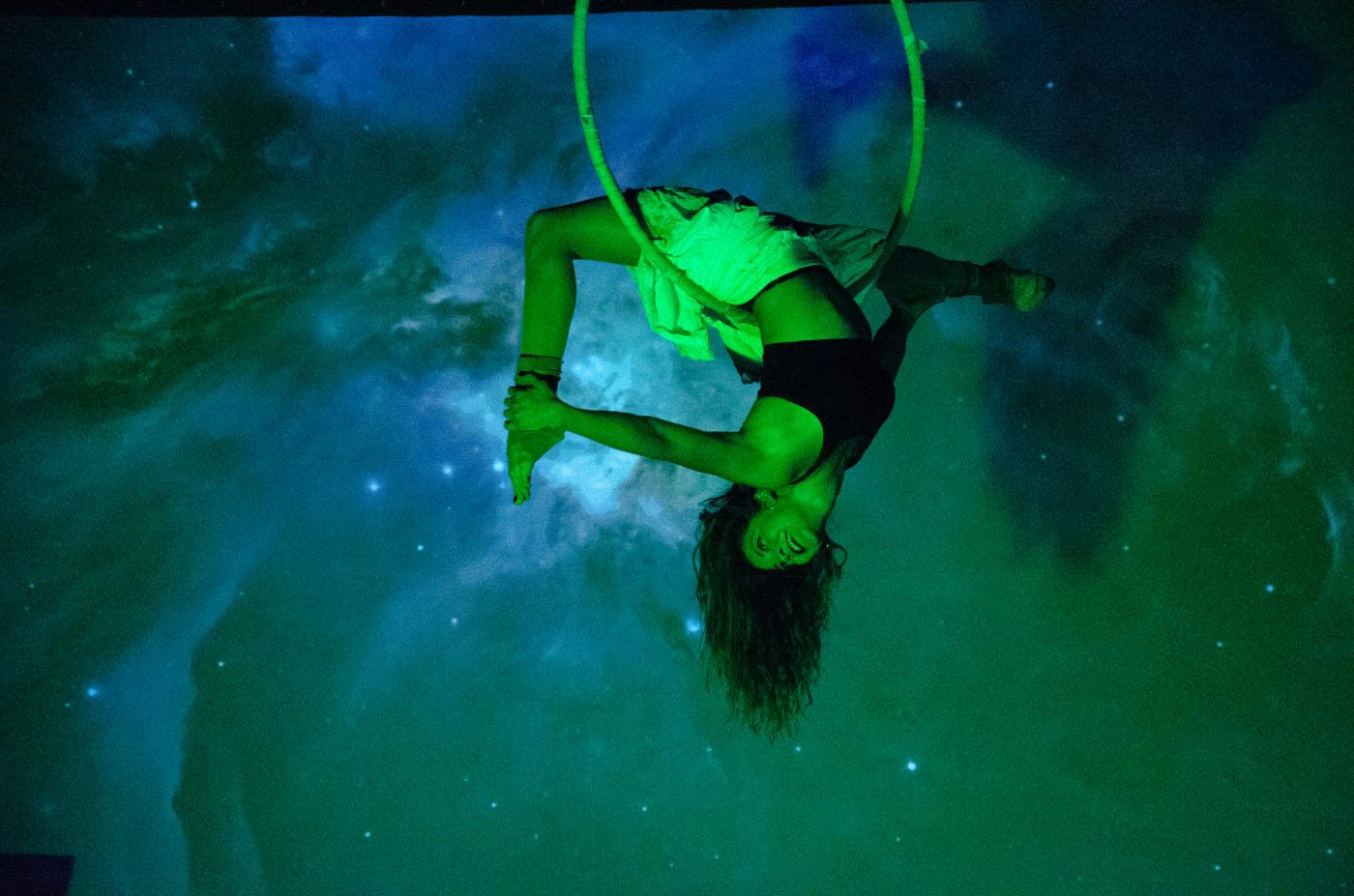 Espectáculo de danza, poesía y acrobacia